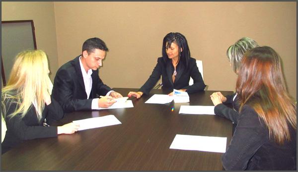 Търсите добър адвокат? Разрешение за строителство, абонаментно правно обслужване на фирми, разводи, трудови правоотношения, патентно представителство, интелектуална собственост.